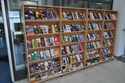 polica - Библиотеката денес