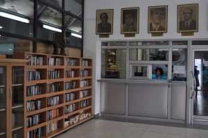 """BIBLIOTEKA 4 300x199 - Честитка по повод 75 годишнината на ЈОУ ГБ """"Борка Талески""""- Прилеп"""