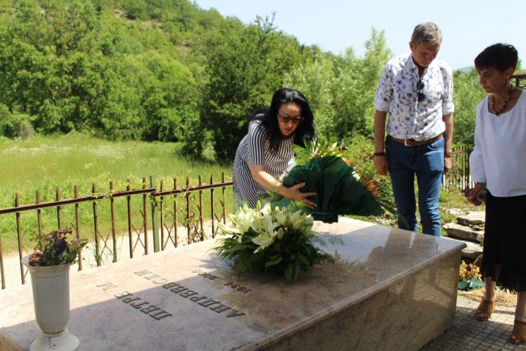 203791718 831383677497158 4354247037968222375 n 768x512 - Чествување по повод 87 годишнината од раѓањето на Петре М. Андреевски